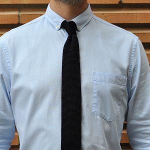blaue krawatte und hellblaues hemd vier alternativen. Black Bedroom Furniture Sets. Home Design Ideas