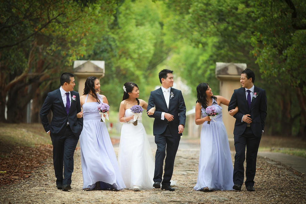 Abstimmung Brautkleid & Bräutigam zur Hochzeit